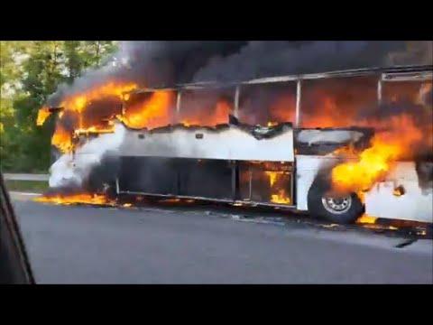 Un bus de touristes prend feu sur l'autoroute A43 près de Lyon