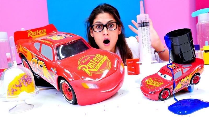 McQueen radyoaktif madde ile Ayşe'nin laboratuvarında büyüyor Oyuncak arabalar