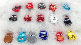 Молния Маккуин Ищем в Снегу Тачки Машинки Веселые Игрушки