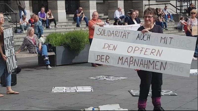 Nicht ganz Stiller Protest gegen die Einschränkung der Grundrechte Halle Saale 9 Mai 2020