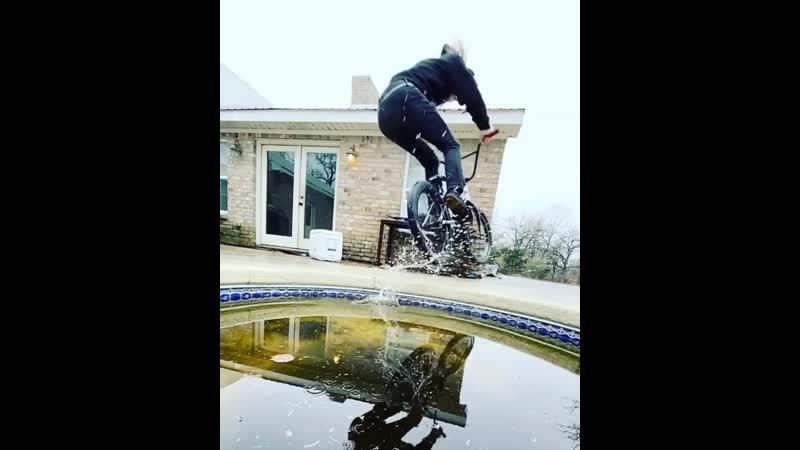 Том Дуган для splashchallenge