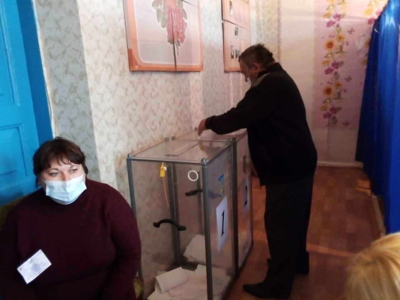 В Луганской ОГА заявили, будут ли проходить отмененные в восьми округах выборы