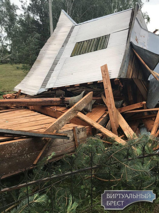 В Малоритском районе у церкви ветер сдул купол