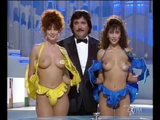 Mediaset Extra - Colpo Grosso. Стриптиз. Много голых девушек. Большие сиськи. Публичное обнажение. Частное домашнее порно (147)