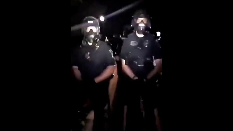В Миннеаполисе ад Грабят магазины уличные протесты пожары угрозы смертью копам