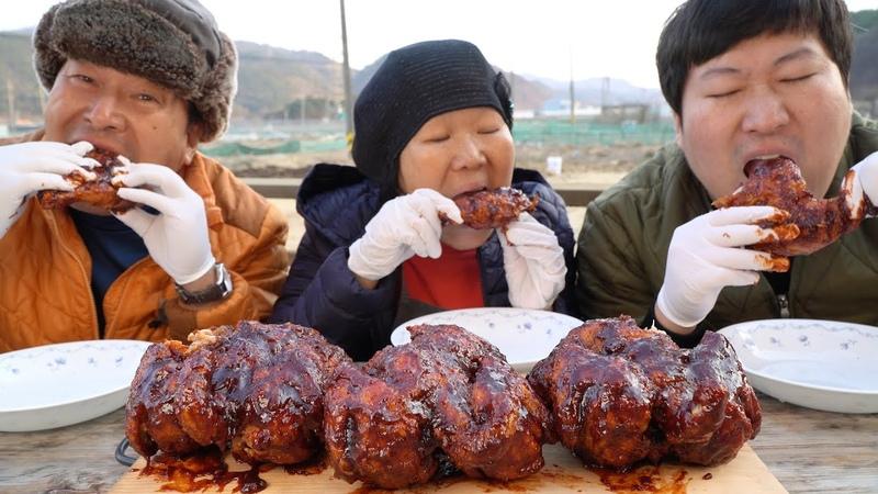 가마솥에 튀긴 통닭에 직접 만든 매콤한 양념 쓱~양념통닭(Fried chicken with Korean chili sauce) 요리