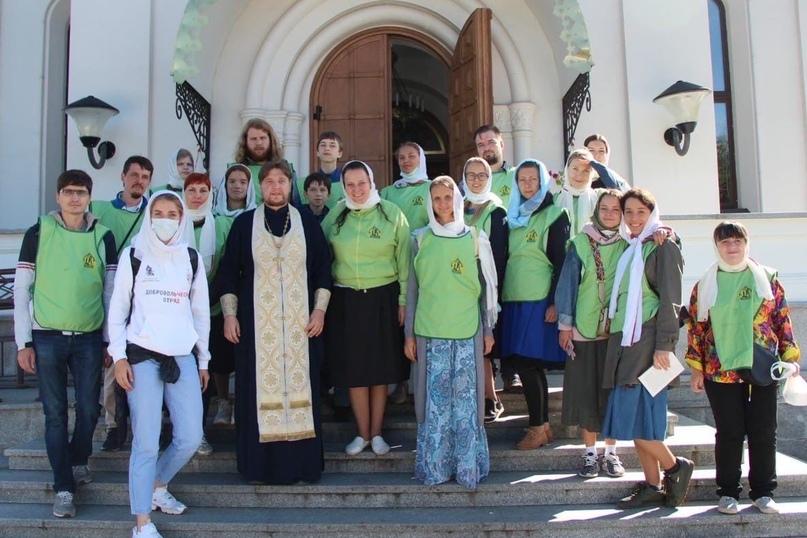 Активисты движения «Православные добровольцы» с добровольческим отрядом кинокомпании «Союз Маринс Групп» совершили путешествие по Смоленской земле