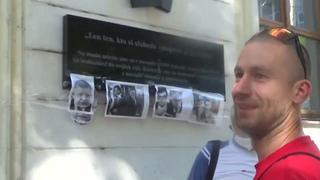 Útok dezolátov M. Šouna na plagáty Jána a Martiny na SNP vraj to odsúhlasil primátor Vaľo