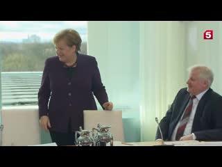 Глава МВД Германии отказался пожать руку Меркель из страха перед коронавирусом