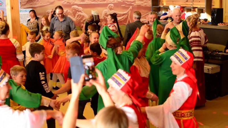 Танец Ехор на фестивале Кружка Мира