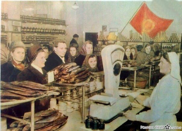 Почему именно рыба Почему именно четверг По четвергам все столовые в Советском Союзе кормили своих посетителей исключительно рыбными блюдами. С тех пор фраза «Четверг рыбный день» чётко