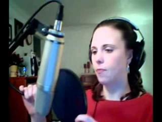 Девушка поет арию PlavaLaguna из фильма Пятый элемент