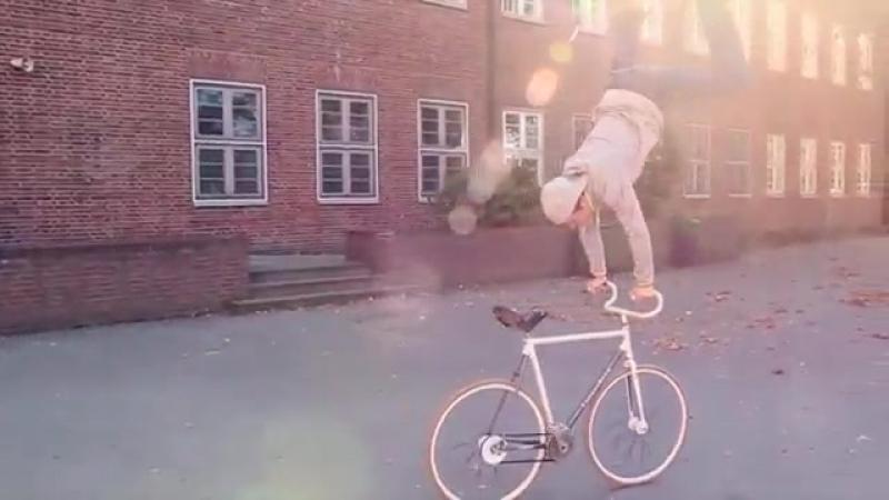 УНИКУМ Potrjasajuschie trjuki na velosipedah
