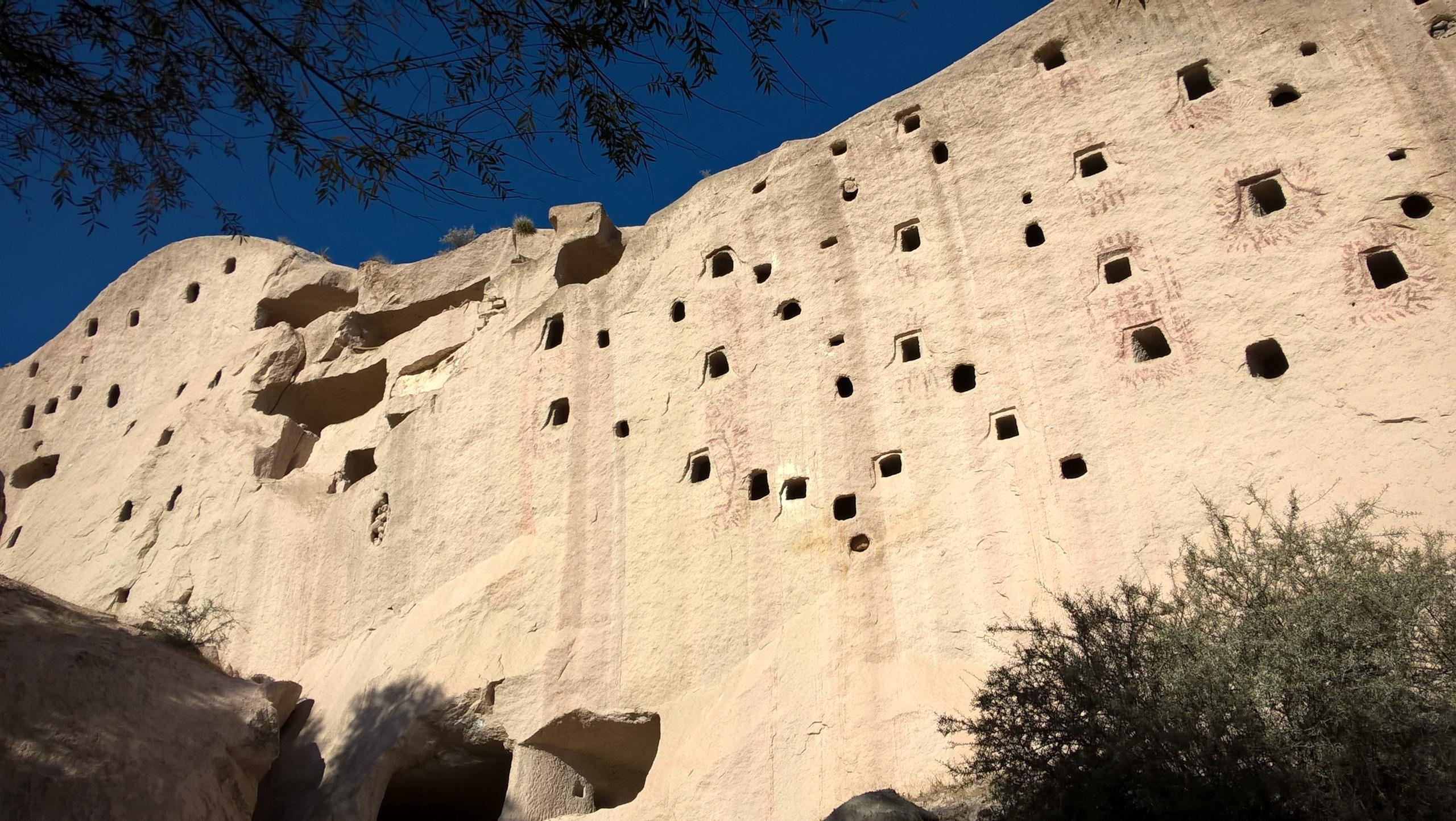 В Каппадокии много пещерных голубятен
