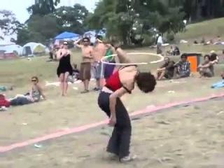 Прикол, пьяная гимнастка такое вытворяет