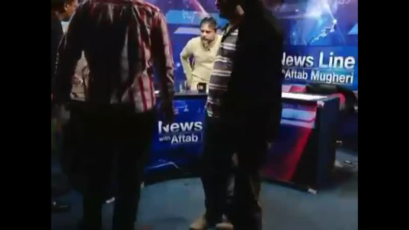 Is this Naya Pakistan PTIs Masroor Ali Siyal attacks president Karachi press club Imtiaz K