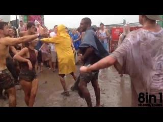 Безумный танец червя на фестивале грязи / future music festival - crazy rave worm dance on mud