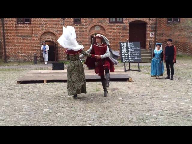 Один из танцев в стиле сальтарелл