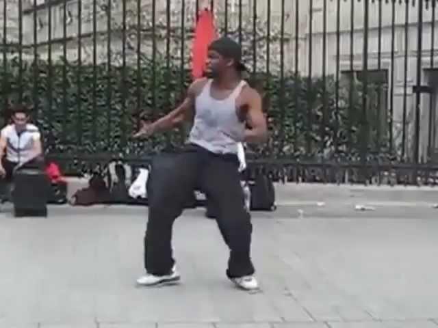 Париж Офигенно красивое выступление уличного танцора