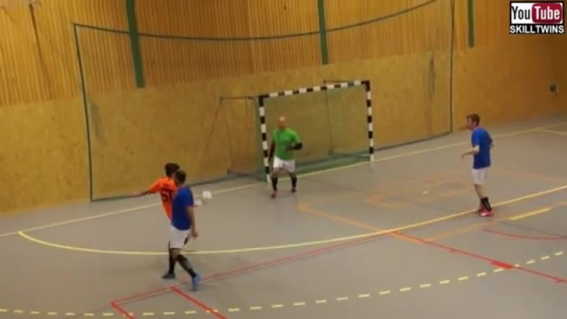 SkillTwins INSANE RAINBOW NUTMEG Futsal Goal! ★
