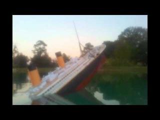 Titanic Model sinks film.