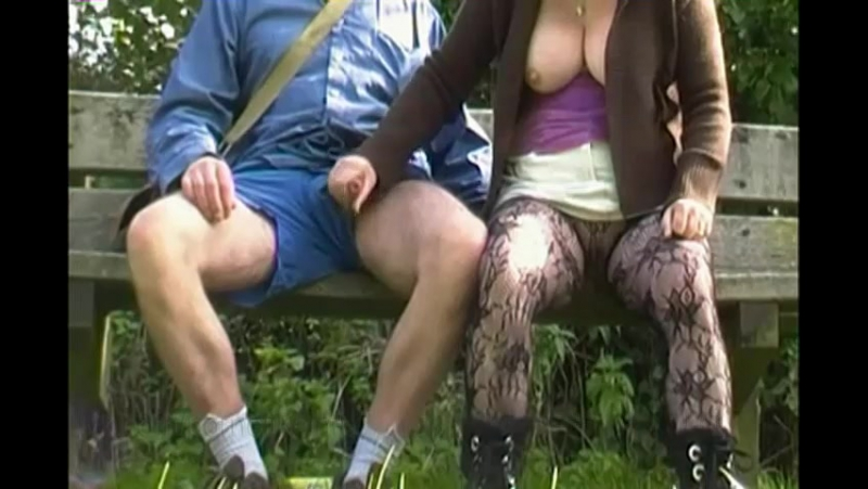 Парень дрочит в общественных местах — pic 9