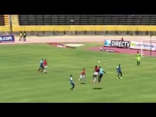 Golazo׃ chucho bolaños scores zlatanesque flick for deportivo cuenca v universidad catolica