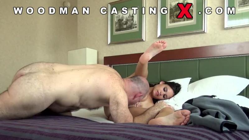Вудман развратил неприступную девушку на порно кастинге