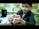 Распаковка яиц с сюрпризами вместе с котом 1 Киндер Джой и 1 Киндерино профессии