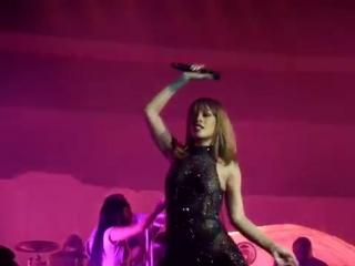 Rihanna - man down/ rude boy/ work (mercedes-benz arena, berlin, 16.08.2016)
