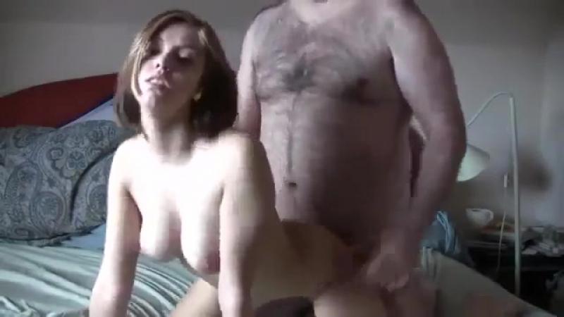 Пузатый папик ебет молодую шалаву. бляди порно секс эротика