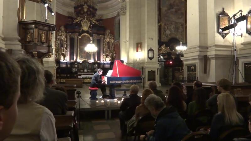 Viola organista Sławomir Zubrzycki performs Abel pieces for solo viol