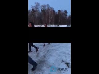 Охранники парковки ЖК Люберцы выгнали голых проституток на мороз -- РИАМО в Люберцах.mp4