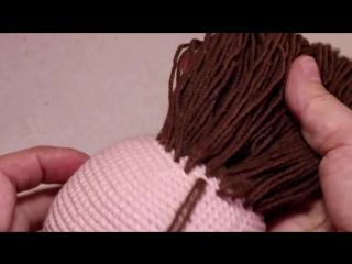 Крепление волос к готовой голове вязаной куклы без узелков и пришивания _