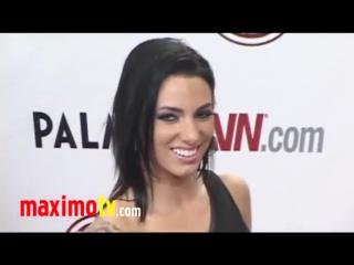 JUELZ VENTURA at 2011 AVN AWARDS Red Carpet Arrivals