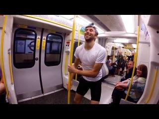 Парень в Британии просто выбежал из вагона метро, добежал до следующей станции и...