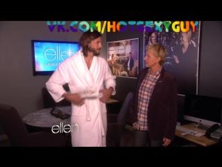 Эштон Катчер снял с себя халат!!! Премьера новых видео!!!