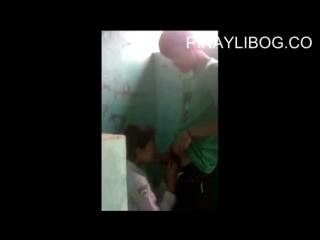 Студенты занимаются сексом в школьном туалете | малолетка сосет | школьница трахается, секс, сиськи, грудь, минет, hot +18