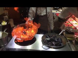 SIMFERO - Приготовление Черноморских мидий по классическому Французскому рецепту с тостами из чиабатты и соусом Мариньер
