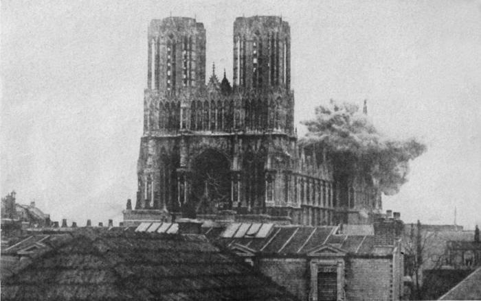 Взрыв бомбы в Реймсском Нотрдам, Реймc, 20 сентября 1914 года.