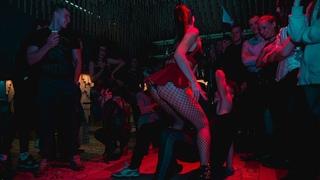 GIRLS SEXY DANCE ON #BEONEVOGUEBALL - SEX SIREN  #BEONEDANCE