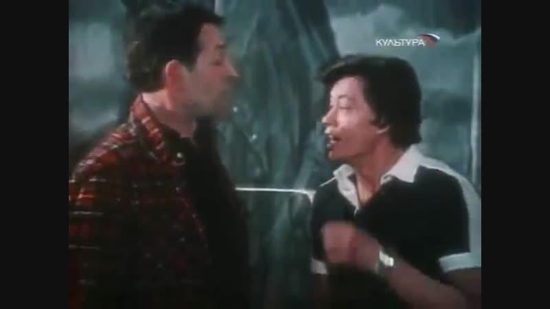 Летит земля... Н.Караченцов и Р..Адомайтис (к/ф Трест, который лопнул, 1982)