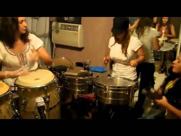 Descarga con las chicas de la percusion de Colombia Zorayda Belli Lucero y de PR Amarilys