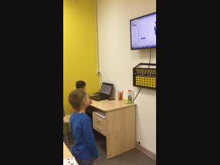 Саша, 5 лет. Счёт на скорости 0,9 сек + стих на английском языке.