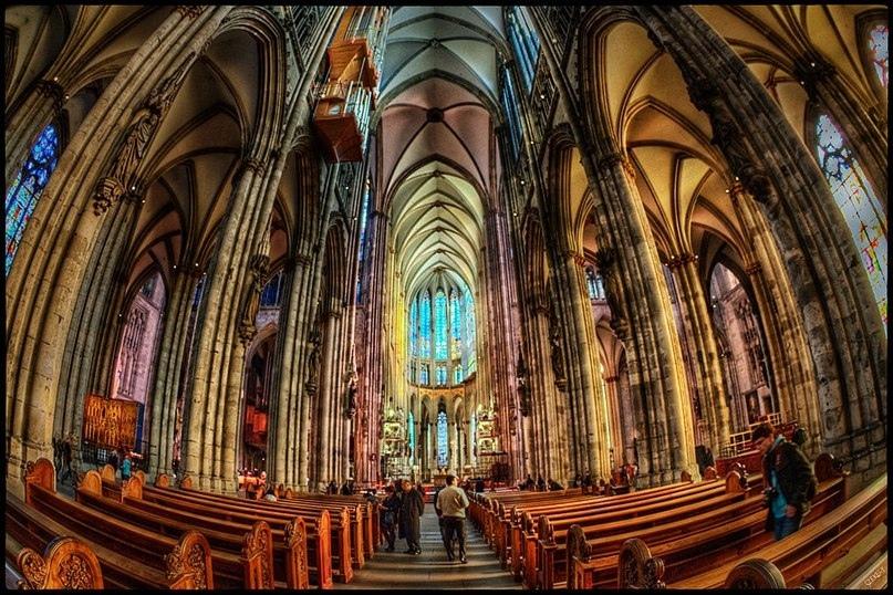 Занимает третье место в списке самых высоких церквей мира.., изображение №6