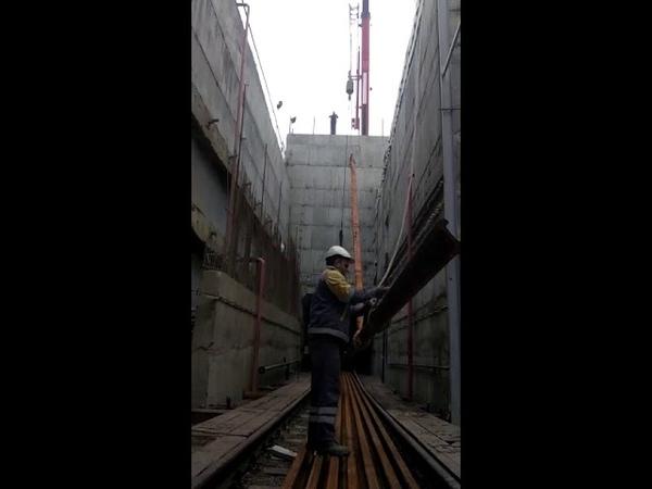 Xocasən Avtovagzal metro xətttinin çəkilişi üçün relslərin tunelə salınması
