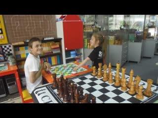 ЦЕНТР ШАХМАТ! Шахматы в Омске! СТУДИЯ МАСТЕР   Игра в шахматы решает сразу несколько задач:  Познавательную: расширяет кругозор,