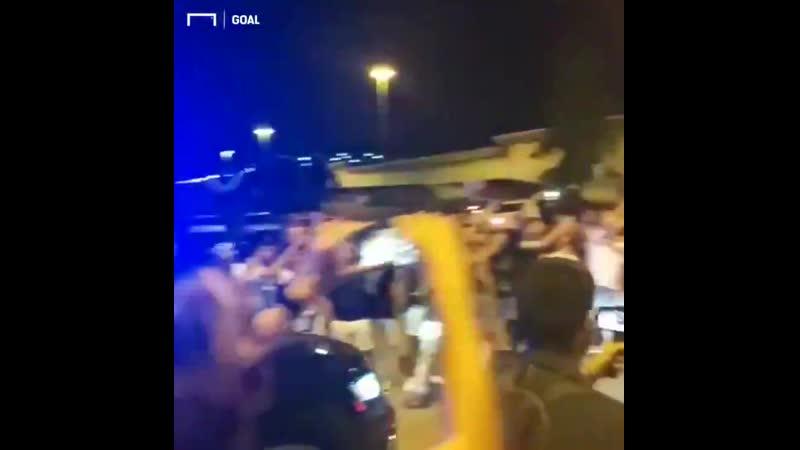 Il primo saluto dei tifosi della Juventus a Matthijs De Ligt domani visite mediche e firma ️️