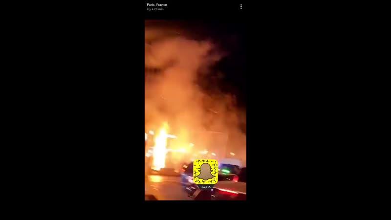SUIVI - Si le cortège denviron 2.000 personnes qui se dirige vers Bastille avance dans une ambiance festive, des tensions sont a