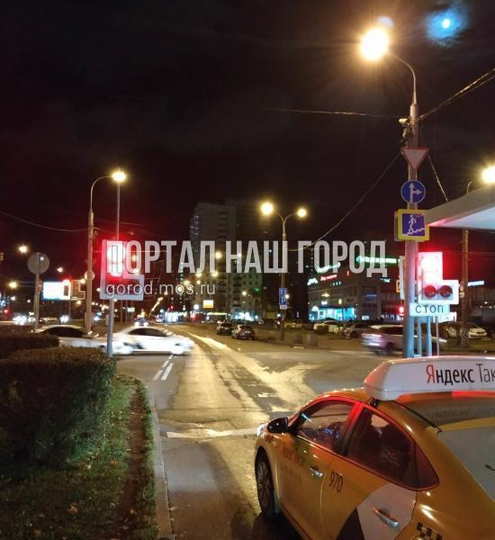 Светофор возле метро «Кузьминки» развернули в нужную сторону